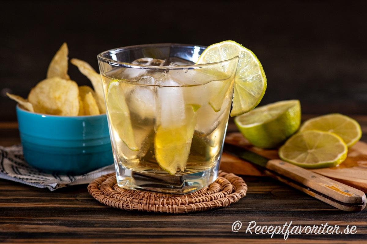 Ginger Joy är en enkel och lättgjord whiskydrink med Ginger Ale, is och lime.