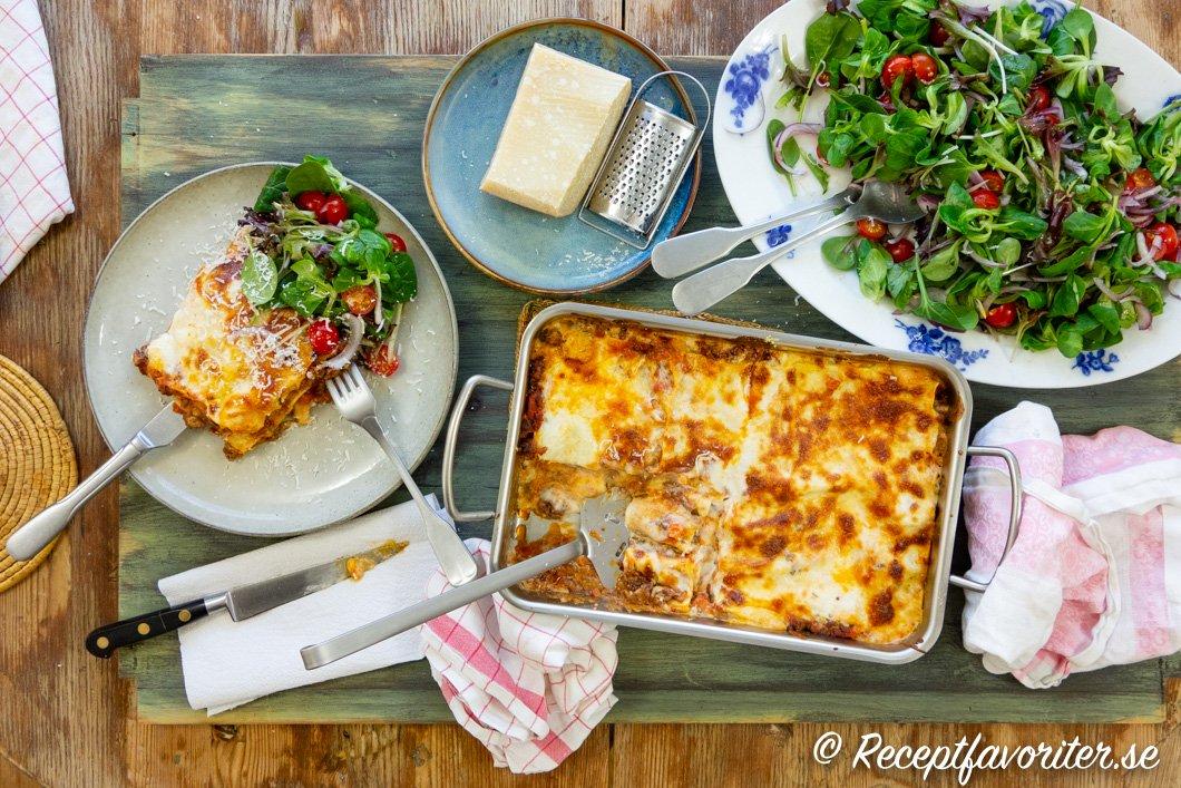 Italiensk lasagne med tillbehör