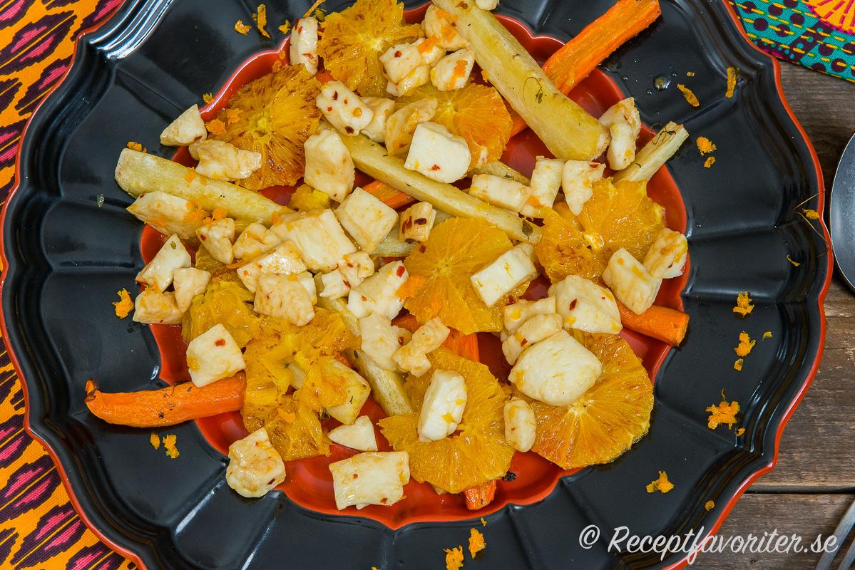 Sallad med salt halloumi, söt palsternacka och aromatisk apelsin blir mycket gott ihop.
