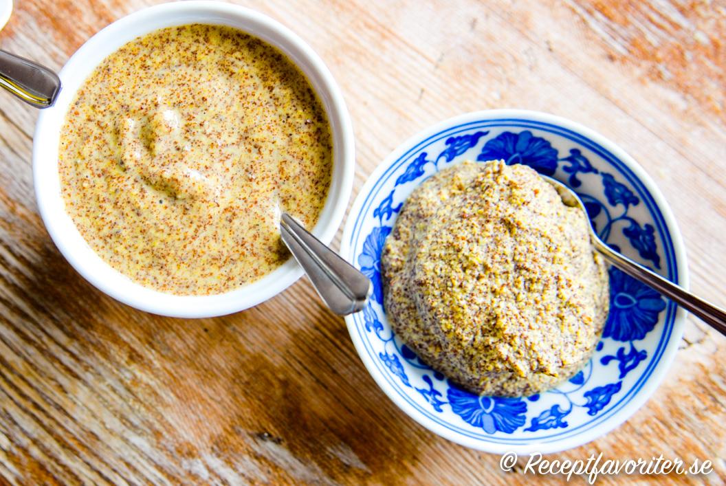 Två skålar med hemgjord senap - en lite lösare och en lite fastare variant.