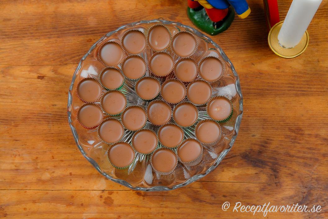 Ischoklad med kokosfett i formar
