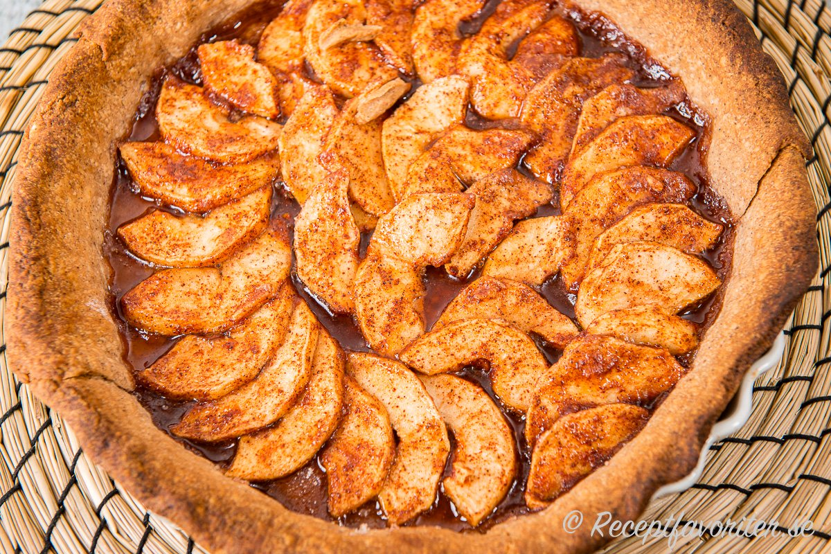 En variant på äppelpaj för dig som gillar kanel, söta äpplen och knaprigt pajskal.