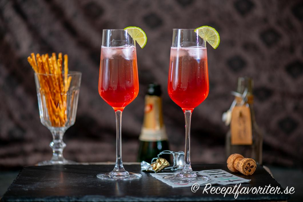 Två glas körsbär Royal eller körsbärskir
