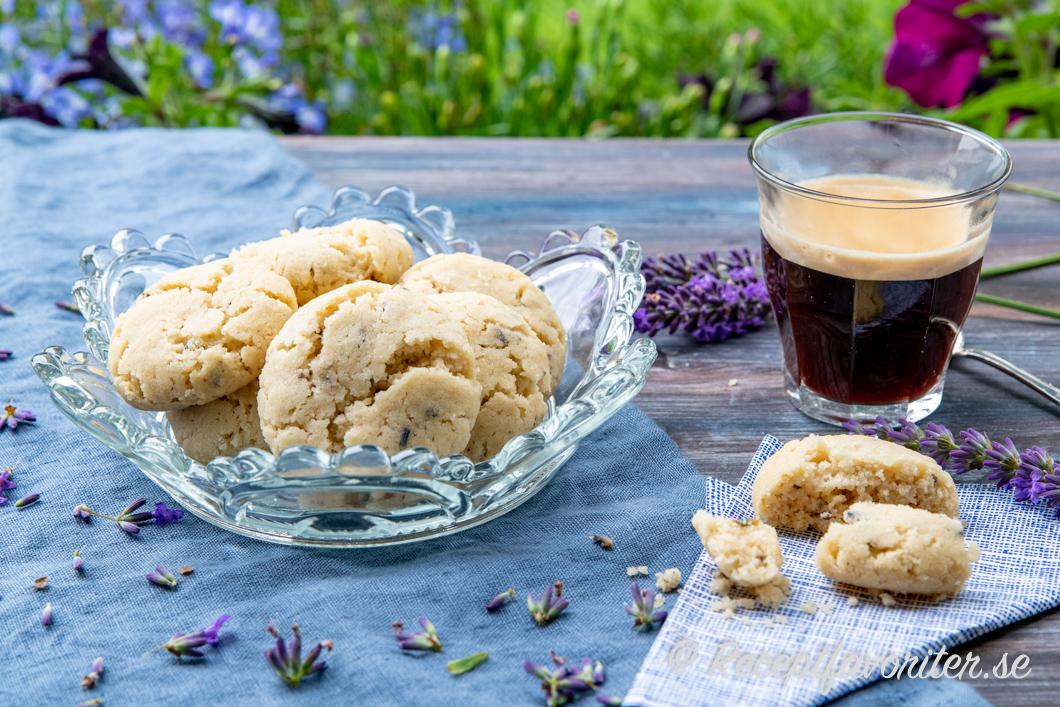 Drömmar smaksatta med färska eller torkade lavendelblommor