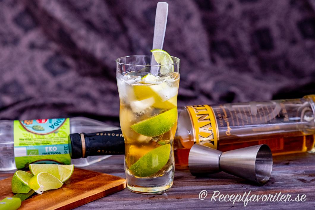 Lennart är en svensk drink med Xanté, lime och fruktsoda.
