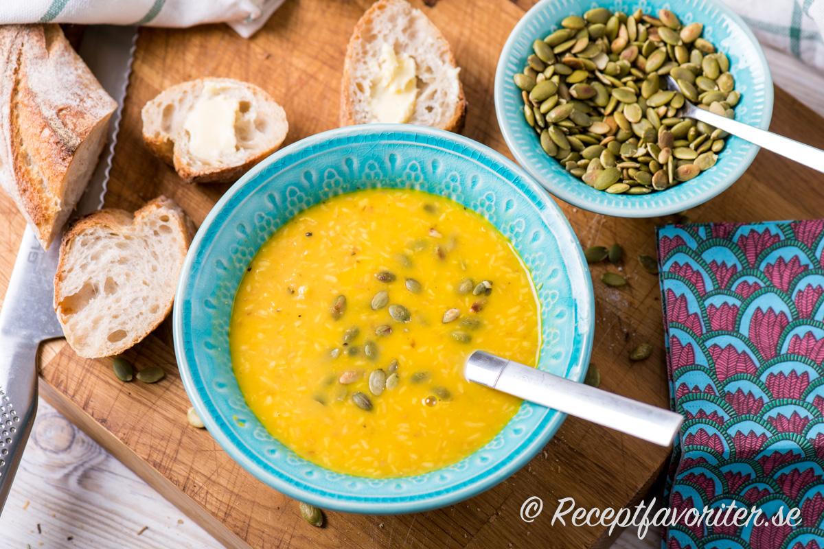 Morot, kokos, ingefära och chili passar mycket bra ihop med linserna som soppa.