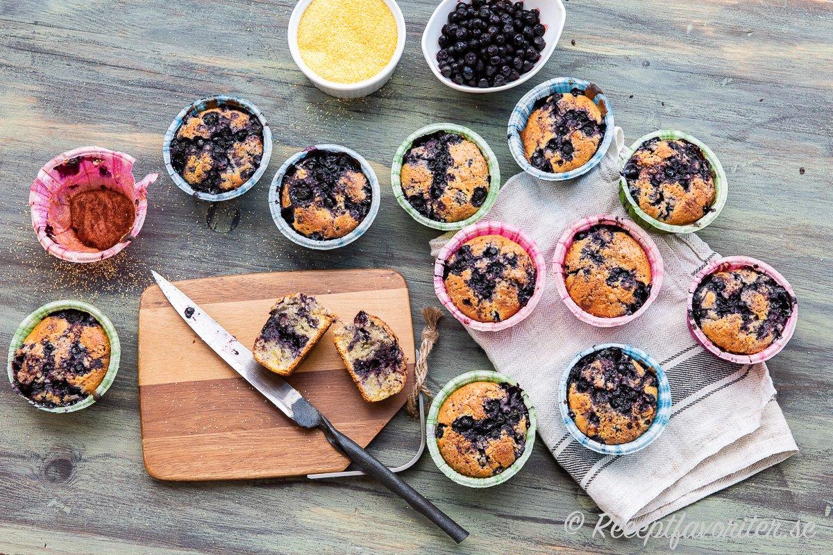 Muffins med polenta - ett grovt majsmjöl blir matiga och får ett gott tuggmotstånd av det grova majsmjölet.