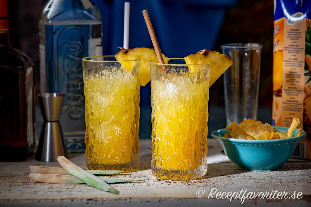 Longdrink med Patron Tequila och ananasjuice samt Cointreau apelsinlikör och lime.