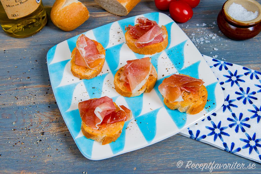 Pinchos eller tilltugg med spansk skinka jamon
