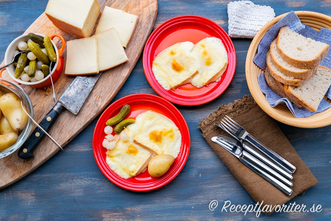 Raclette-ost som förrätt med tillbehör