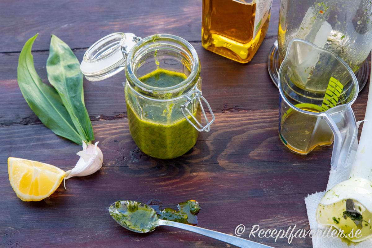Ramslöksolja blir grön och fin samt god i smaken.