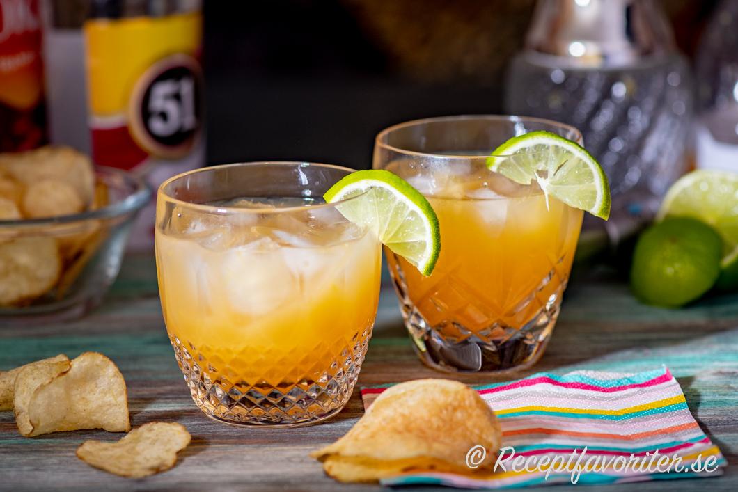 Samba Breeze är en drink med brasiliansk sockerrörssprit Cachaça, juice och is.