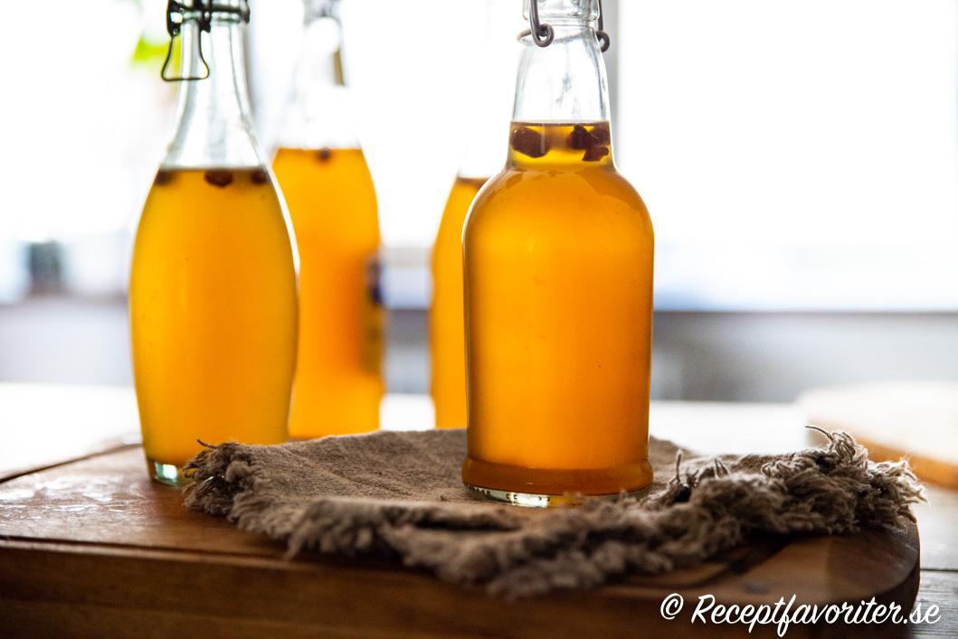 Sima finsk citronläsk i flaskor