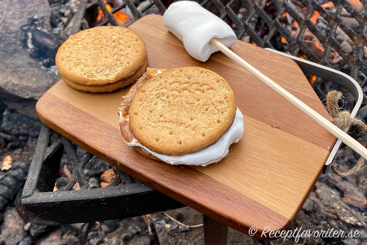 Min variant på S'mores med chokladkex och grillade stora marshmallows.