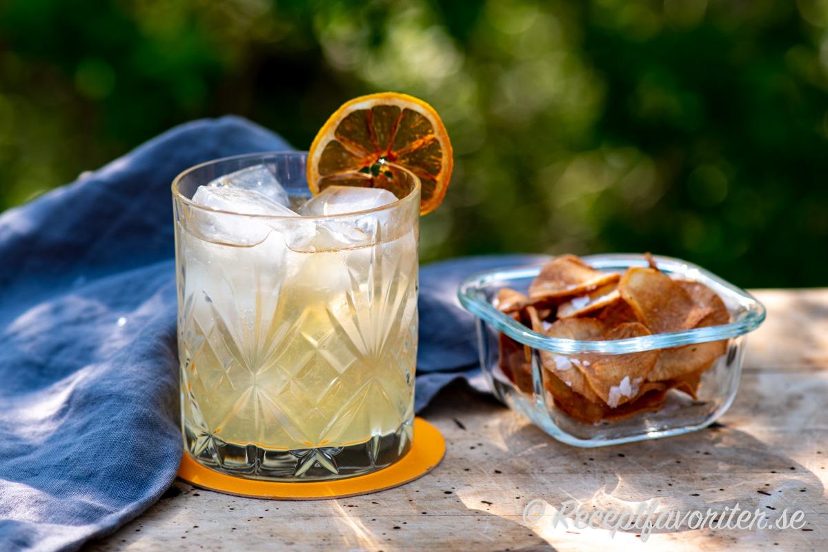 Melonlikör och färskpressad citron passar mycket bra ihop med gin, is och ingefäran i Ginger Ale.