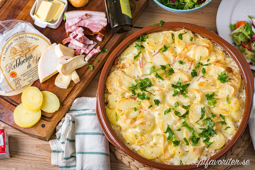 Potatis, fläsk och Reblochon-ost blir en god gratäng Tartiflette med potatis.