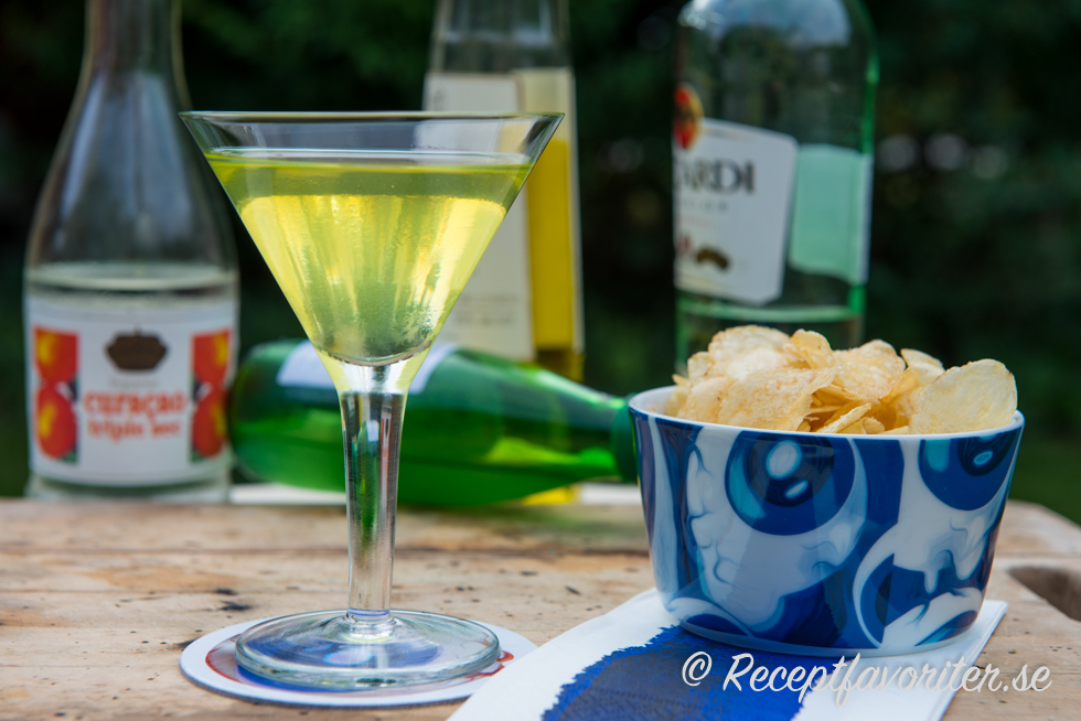 Yellow bird cocktail receptfavoriter for Cocktail yellow bird